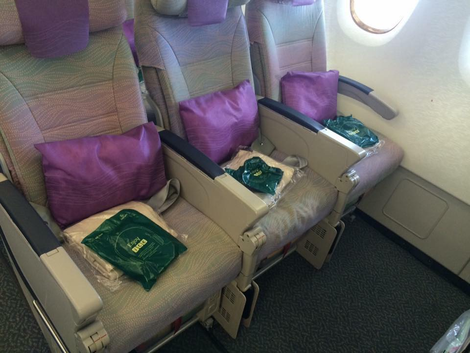 best airplane seats choosing the best airline seats when flying with