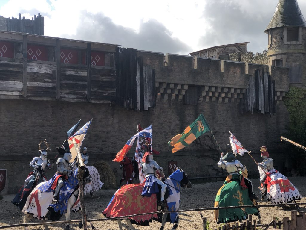 Puy du Fou with kids, knights on horses