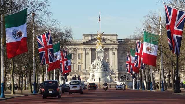 Buckingham Palace outside view