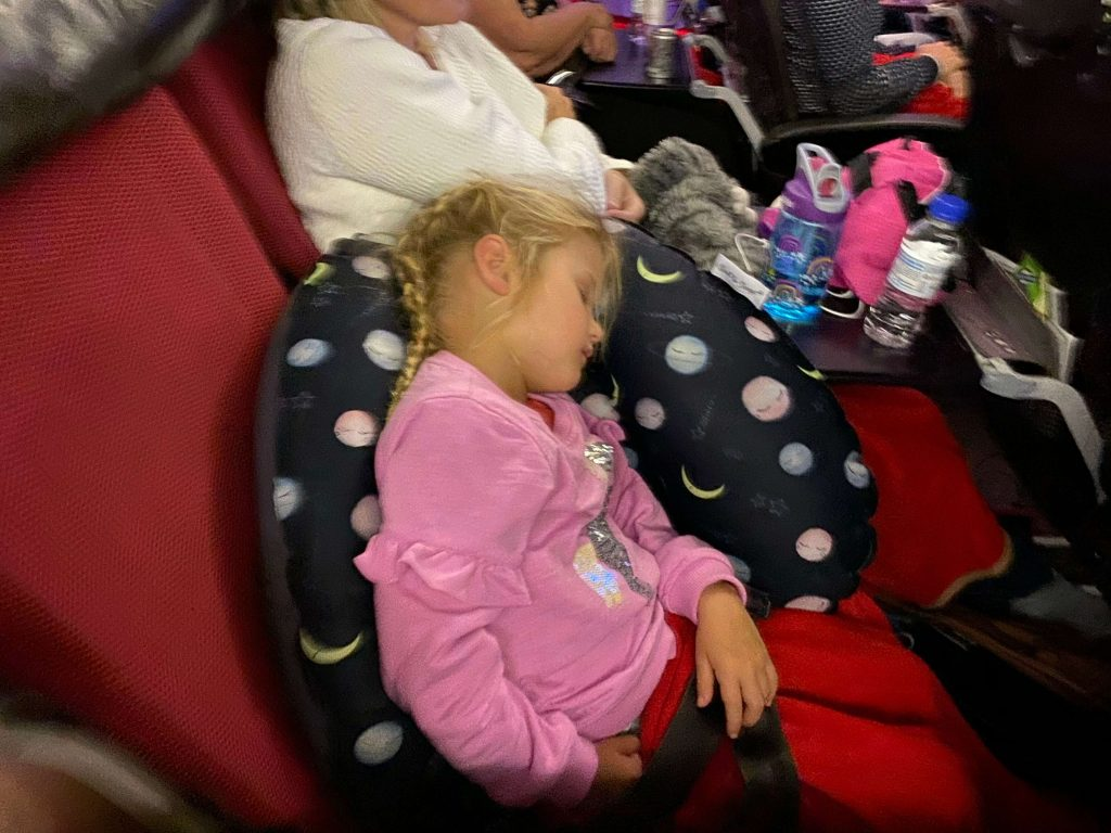 Seat To Sleep Review: The Seat to Sleep ® Travel Nest is a lightweight, compact, inflatable travel cushion, which adapts plane seats into a comfy, sleeping space for children.