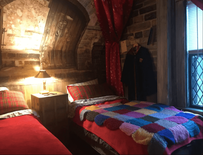 Harry Potter Dorm room image courtesy of airbnb